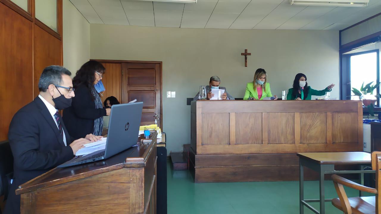 TRIBUNAL EN LO CRIMINAL Nº 3 -Juicio x homicidio en Punta Diamante - Fiscal y Secretaria.30.4.21